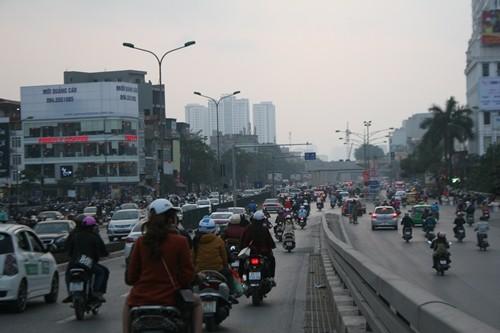 Dòng người đổ về Hà Nội sau kỳ nghỉ Tết dương kéo dài - anh 9