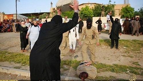 Những kiểu hành quyết man rợ của phiến quân IS - anh 1
