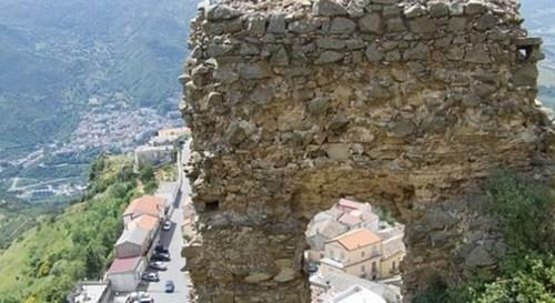 Sáng tỏ lời nguyền đáng sợ từ miền Nam nước Ý - anh 1