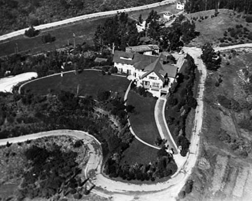 Cận cảnh những ngôi nhà đẹp nhưng bị ma ám ở Hollywood - anh 12