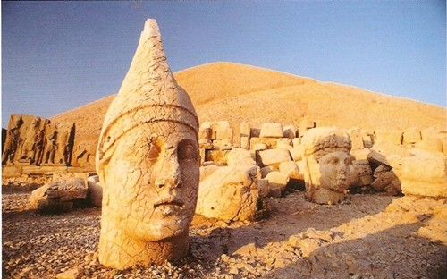 Kinh ngạc những tượng thần bị chặt đầu ở Thổ Nhỹ Kỳ - anh 1