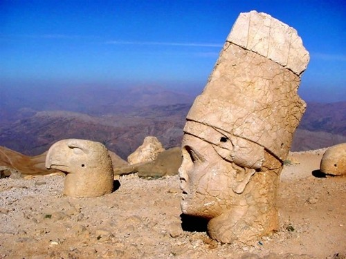 Kinh ngạc những tượng thần bị chặt đầu ở Thổ Nhỹ Kỳ - anh 3