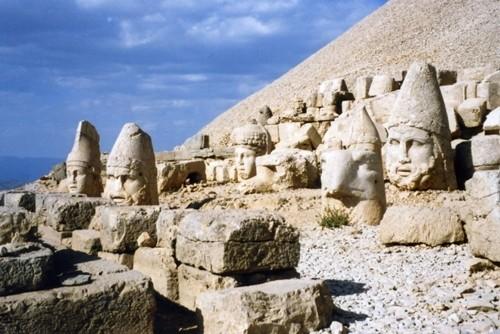 Kinh ngạc những tượng thần bị chặt đầu ở Thổ Nhỹ Kỳ - anh 2