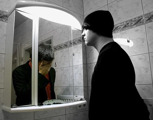 Bí ẩn rợn tóc gáy quanh chiếc gương soi - anh 1