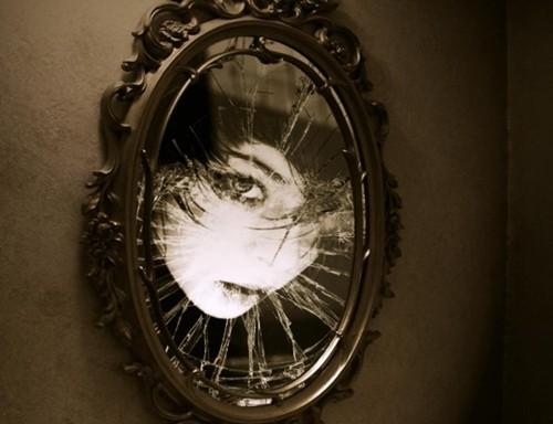 Bí ẩn rợn tóc gáy quanh chiếc gương soi - anh 2