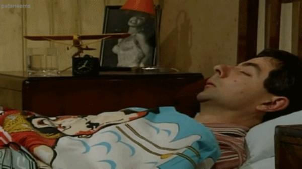 Những hành động chết cười khi ngủ say mà bạn không biết - anh 1