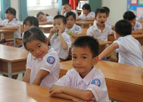 Khai giảng năm học 2015-2016: Đầy đủ nhẹ nhàng cho các em học sinh - anh 19