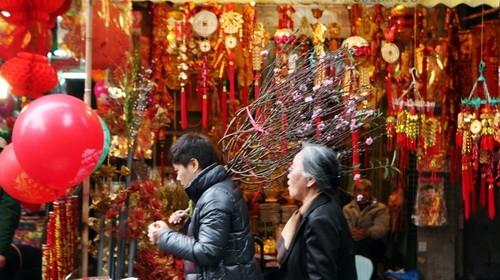 Giải mã hồn Tết Việt cho du khách nước ngoài - anh 1