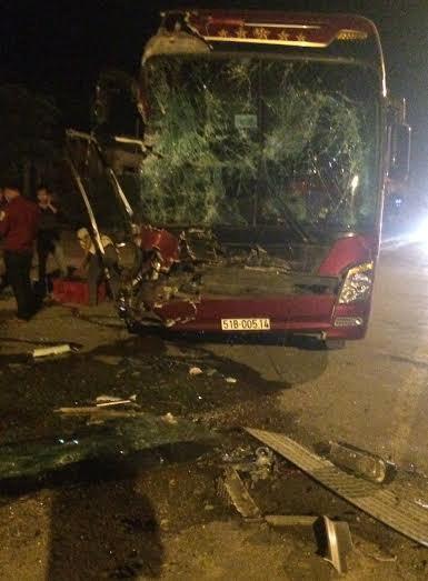 Xe khách bị đâm, 32 hành khách thoát chết trong gang tấc - anh 1