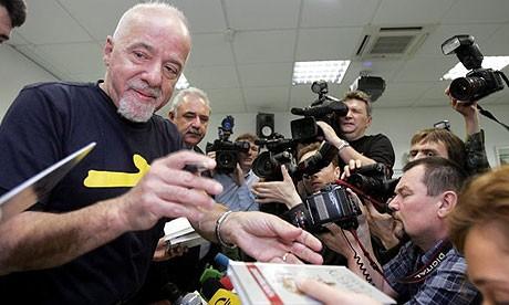 Paulo Coelho: Từ ngục tù đến đỉnh cao của văn chương - anh 1