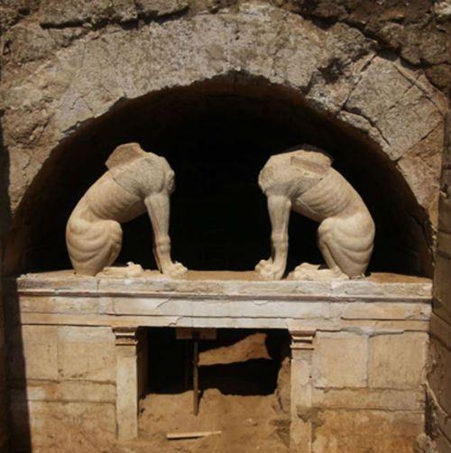 Hé lộ thông tin báu vật về ngôi mộ cổ thời Alexander Đại đế - anh 3