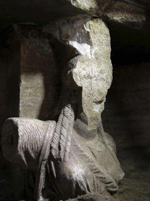 Hé lộ thông tin báu vật về ngôi mộ cổ thời Alexander Đại đế - anh 2