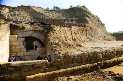 Hé lộ thông tin báu vật về ngôi mộ cổ thời Alexander Đại đế - anh 4