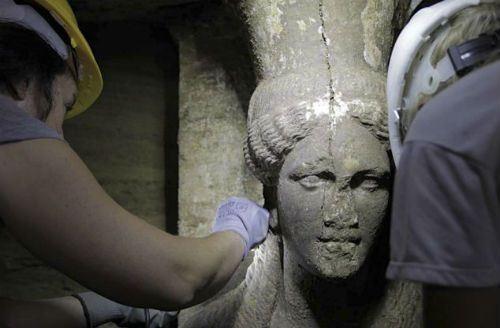 Hé lộ thông tin báu vật về ngôi mộ cổ thời Alexander Đại đế - anh 1