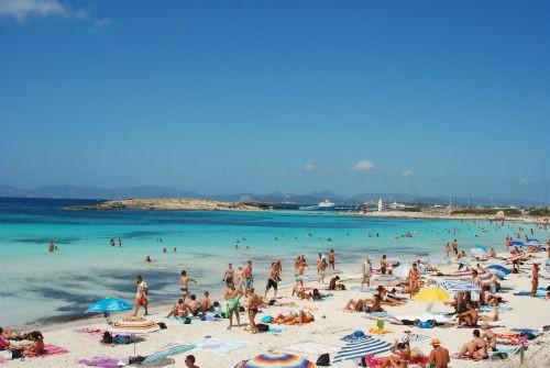 Bỏng mắt với 8 bãi biển khỏa thân sexy nhất châu Âu - anh 8