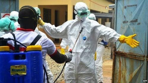 8 bác sĩ vùng dịch Ebola bị dân Tây Phi dùng dao sát hại dã man - anh 1