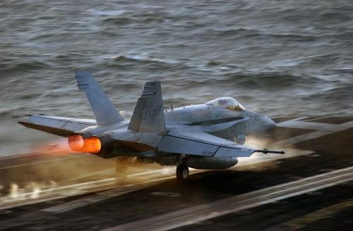 Mỹ tiến hành đợt không kích đầu tiên tấn công sào huyệt IS tại Syria - anh 2