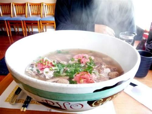 'Nức lòng' những tiệm phở Việt nổi tiếng trời Tây - anh 7