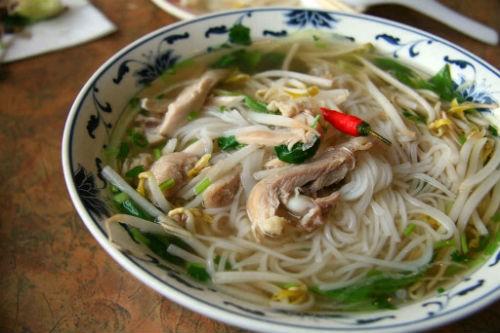 'Nức lòng' những tiệm phở Việt nổi tiếng trời Tây - anh 2