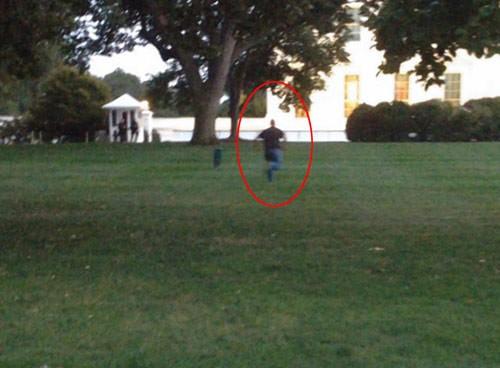 Những vụ đột nhập Nhà Trắng khiến mật vụ Mỹ 'bẽ mặt' - anh 4