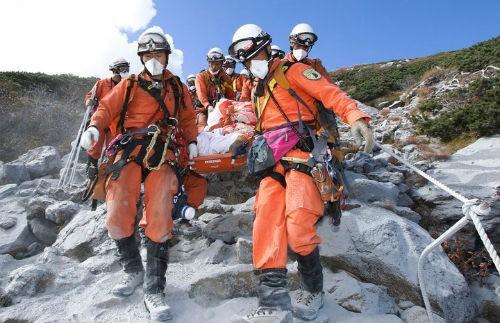 Ký ức kinh hoàng của nạn nhân suýt chết trong thảm họa núi lửa Nhật Bản - anh 4