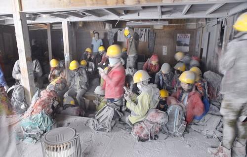 Ký ức kinh hoàng của nạn nhân suýt chết trong thảm họa núi lửa Nhật Bản - anh 2