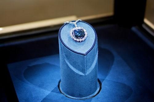 Bí ẩn hành trình 300 năm chết chóc của viên kim cương xanh Hy vọng - anh 1