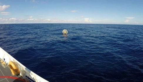 Hành trình điên rồ vượt 1.600km biển bằng bóng bơm hơi tự chế - anh 2