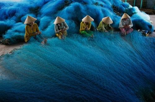 """Chiêm ngưỡng tác phẩm """"Dệt lưới đánh cá"""" lọt top tại Triển lãm về môi trường Anh - anh 1"""