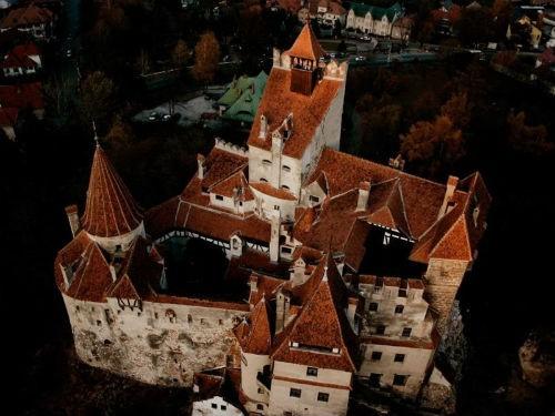 Khám phá bí mật bên trong tòa lâu đài Bá tước Dracula - anh 6