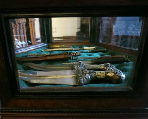 Khám phá bí mật bên trong tòa lâu đài Bá tước Dracula - anh 15