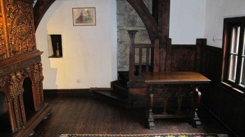 Khám phá bí mật bên trong tòa lâu đài Bá tước Dracula - anh 11