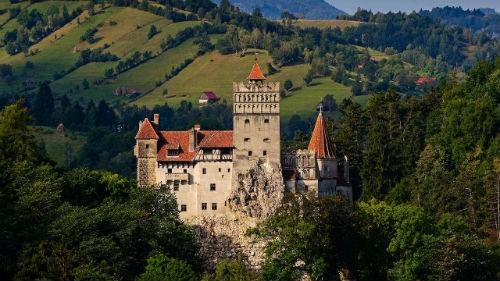 Khám phá bí mật bên trong tòa lâu đài Bá tước Dracula - anh 1