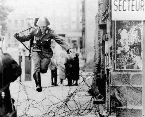 Thủ đô Đức lấp lánh sau 25 năm ngày 'Bức tường Berlin' sụp đổ - anh 2