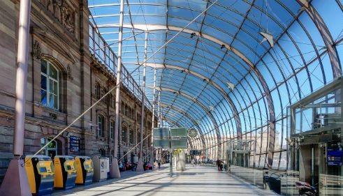 Ngắm vẻ đẹp ngỡ ngàng của 10 nhà ga trên toàn thế giới - anh 9