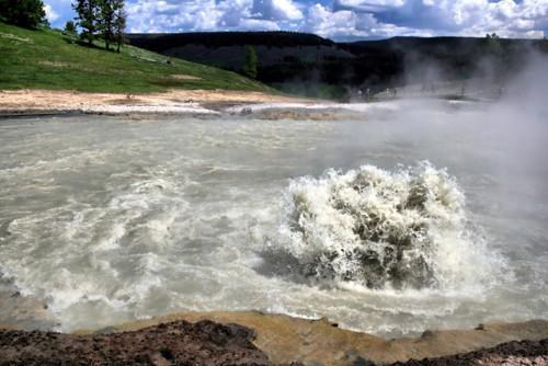 9 hồ nước 'tử thần' nguy hiểm nhất hành tinh - anh 1