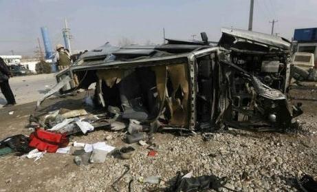 Khủng bố Taliban tấn công Đại sứ quán Anh, 38 người thương vong - anh 1