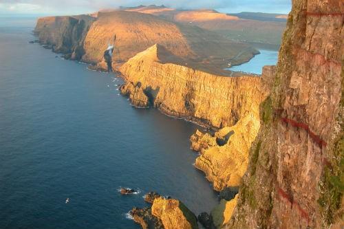 Khám phá vẻ đẹp nguyên sơ của ngọc đảo Faroe qua những trải nghiệm kỳ thú - anh 11