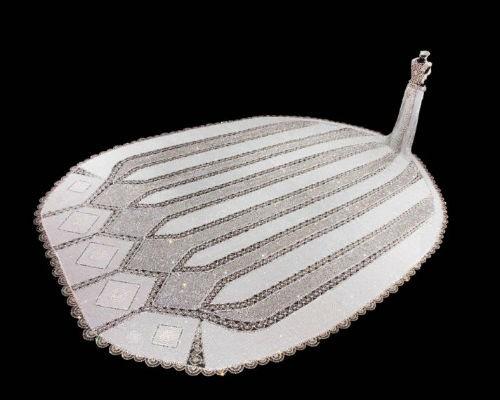 Nhà thiết kế mù và chiếc váy cưới nặng 170kg, đính 1 triệu hạt trang trí - anh 1