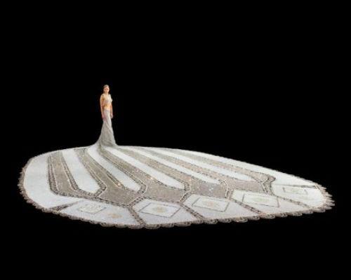 Nhà thiết kế mù và chiếc váy cưới nặng 170kg, đính 1 triệu hạt trang trí - anh 4