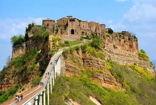 Nét lãng mạn cổ kính của Civita di Bagnoregio, thị trấn xinh đẹp trên đỉnh đồi Italia - anh 1