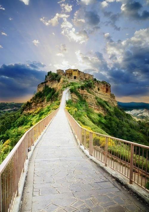 Nét lãng mạn cổ kính của Civita di Bagnoregio, thị trấn xinh đẹp trên đỉnh đồi Italia - anh 4