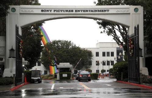 FBI bắt tay điều tra vụ hãng phim Sony bị hacker tấn công - anh 2