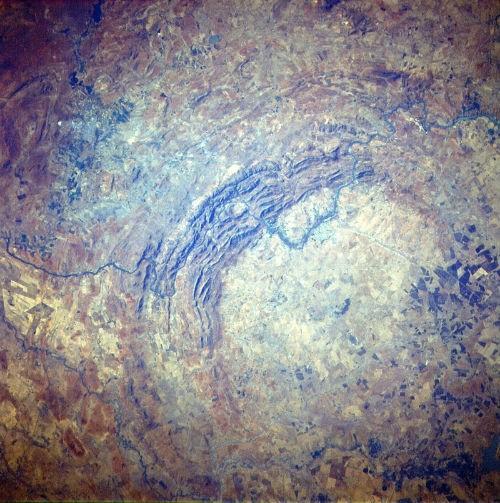 10 hố thiên thạch 'đại khổng lồ' trên Trái đất - anh 2