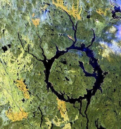 10 hố thiên thạch 'đại khổng lồ' trên Trái đất - anh 6