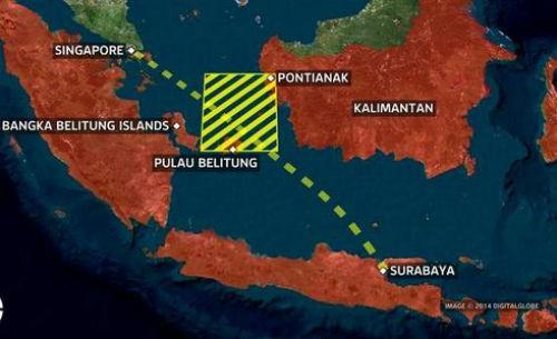 Thông tin mới nhất về Vụ máy bay AirAsia QZ8501 mất tích: Tìm thấy manh mối vật thể lạ và 2 vết dầu loang - anh 2