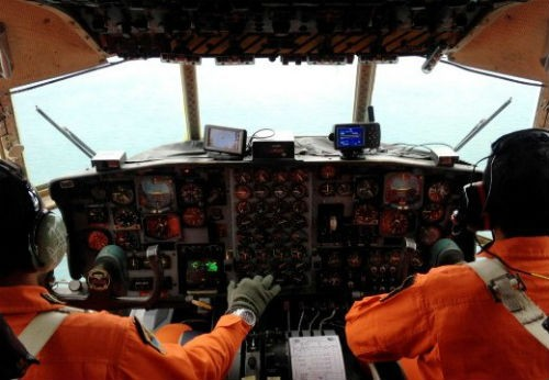 Tin mới nhất vụ máy bay AirAsia QZ8501 mất tích: Có khả năng máy bay đã rơi xuống đáy biển - anh 3