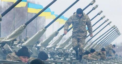Ukraine chuẩn bị vũ khí chiến tranh bất chấp các nỗ lực đàm phán hòa bình - anh 1