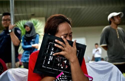 Tin mới nhất về vụ máy bay AirAsia QZ8501 rơi: Đã tìm thấy đuôi máy bay và tổng 41 thi thể - anh 4