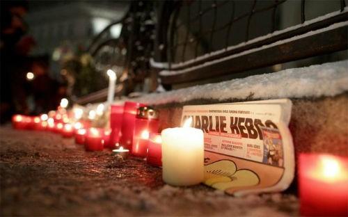 Pháp để quốc tang 12 nạn nhân; Cảnh sát ráo riết truy lùng 3 kẻ tấn công có chủ đích - anh 2
